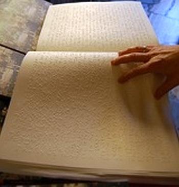 libro punzonato braille
